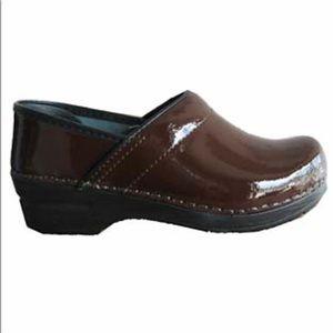 Sanita Professional Patent Leather Clogs 37